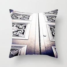 Don't Come A' Knockin' Throw Pillow