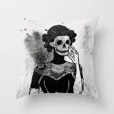 Gra Smierci Throw Pillow