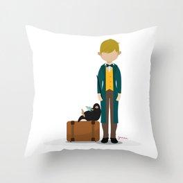 Newt Scamander y escarbato Throw Pillow