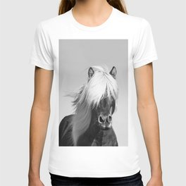Portrait of a Horse in Scotish Highlands T-shirt