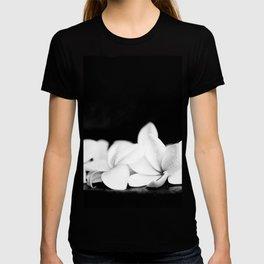 Singapore White Plumeria Flowers the Fragrance of Hawaii T-shirt