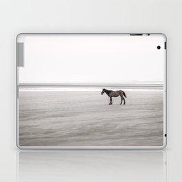 Horse a la playa Laptop & iPad Skin