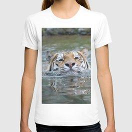 SwimmingTiger_by_JAMFoto T-shirt