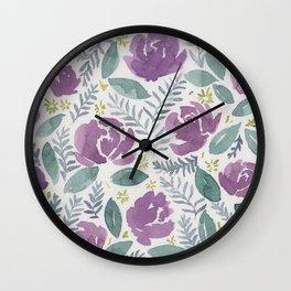 flores violetas Wall Clock