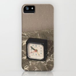 Comme le temps passe... iPhone Case