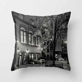 The night the world stood still Throw Pillow