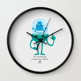Mi creatividad no duerme, medita Wall Clock