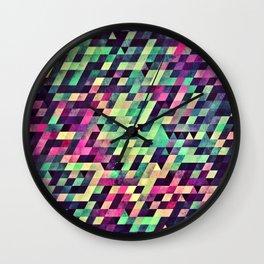 xquyzytt lyss Wall Clock