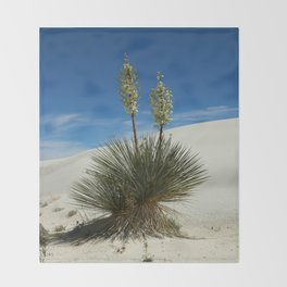 Soap Yucca In The White Sands Dunes Throw Blanket