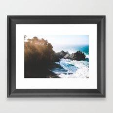 ocean falaise Framed Art Print