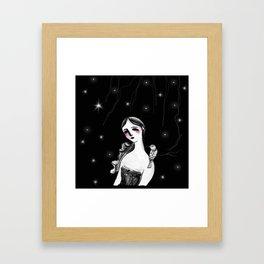 Mujer y Pájaro Framed Art Print