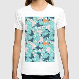 Roller skates pattern 02 T-shirt