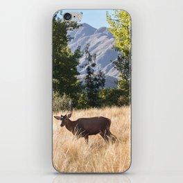 Ciervo en la montaña iPhone Skin