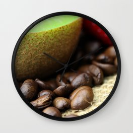 Kaffeebohnen Kivi Erdbeere Coffee beans strawberry Wall Clock