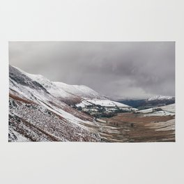 Keskadale from Newlands Hause, with surrounding mountains covered in snow. Cumbria, UK Rug