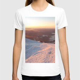 Sunrise above the earth - 14,411 feet Mt. Rainier T-shirt