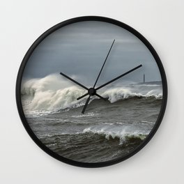 Big waves on the Back shore Wall Clock