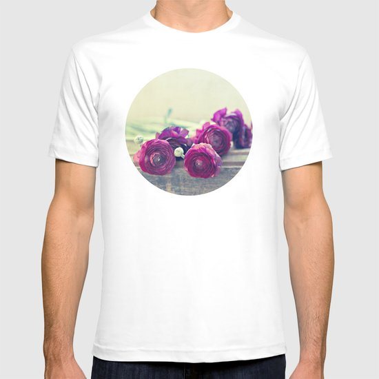 Like Royalty (Purple Ranunculus)  T-shirt