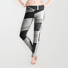 Shimmering Chevron Pattern - white pearl marble, silver and black Leggings