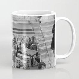 Op de roltrap van een groot warenhuis, Bestanddeelnr 254 0504 Coffee Mug