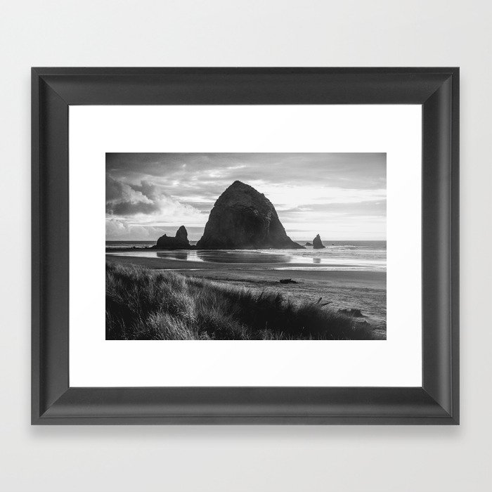 Cannon Beach Sunset - Black and White Nature Photography Gerahmter Kunstdruck