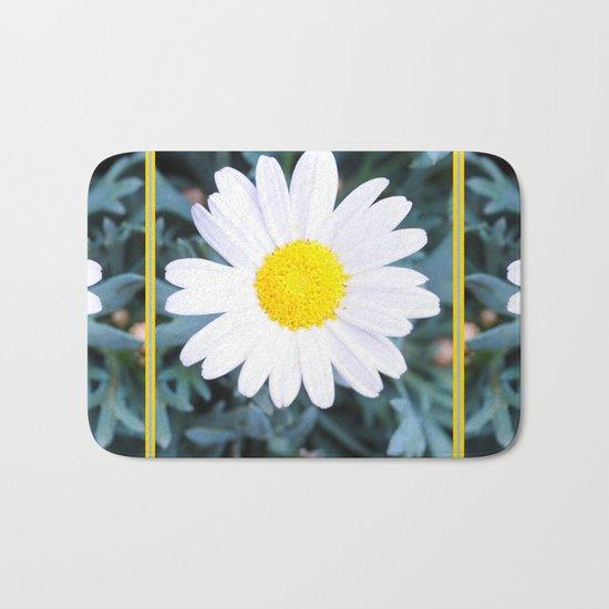 SMILE - Daisy Flower #1 Bath Mat