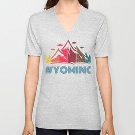 Retro Distressed Wyoming Design for Men Women and Kids Unisex V-Neck