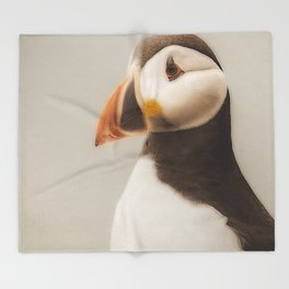 Puffin close up Throw Blanket