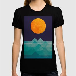 The ocean, the sea, the wave - night scene T-shirt