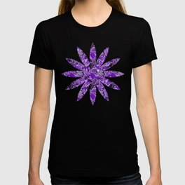 Ultraviolet Flower Field, Purple Lilac Leaves &  Intricate Lavender Floral Blooms Pattern T-shirt