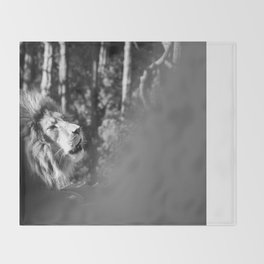 Lion roar Throw Blanket