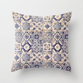 Ornamental pattern Throw Pillow