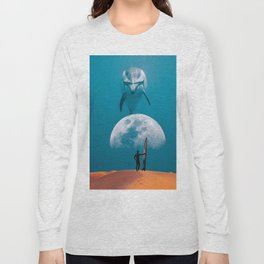 The dolphin and the surfer Long Sleeve T-shirt