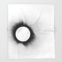 1919 Solar Eclipse Throw Blanket