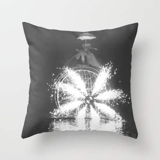 """""""Wonders on a water"""" Throw Pillow"""