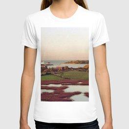 Block Island, Rhode Island Autumn Salt Ponds and Coast Guard House T-shirt