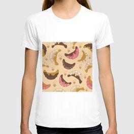 Croissant background T-shirt
