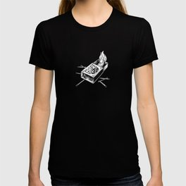 Combustible Thumb for dark tees T-shirt