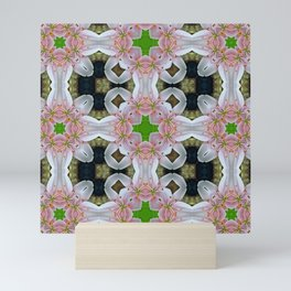 PATTERN LILY ELODIE SINGLE FLOWER PINK/WHITE Mini Art Print