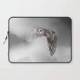 flying owl (tyto alba) Laptop Sleeve