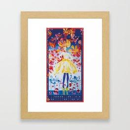 Une fille et flamants bleus Framed Art Print