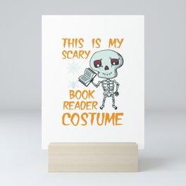 Lustiges Skelett Bücherwurm Kostüm Design für Halloween design Mini Art Print