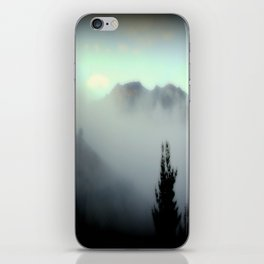 Fog surrounding Cradle Top Mountain - Tasmania iPhone Skin