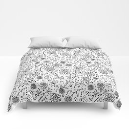 Doodle floral pattern Comforters