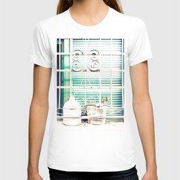 Bodegones encontrados (finding still life) T-shirt