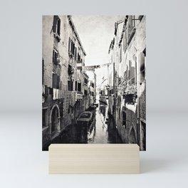 vivacità {b&w Mini Art Print