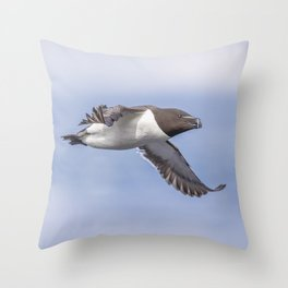 Razorbill in flight Throw Pillow