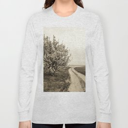 Spring tree in full bloom Long Sleeve T-shirt