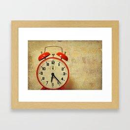 Que horas são ? Framed Art Print