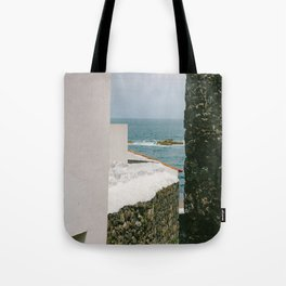 le passage étroit Tote Bag